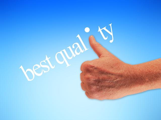 Qualität zahlt sich aus - Hand mit Daumen hoch