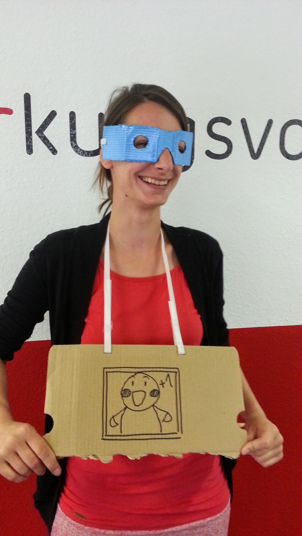 Ines als Cardboard-Tester