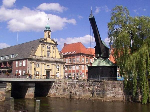 Glückwunsch: Du kennst dich wohl etwas mit SEO aus ;-) Es ist natürlich der Alte Kran in Lüneburg!