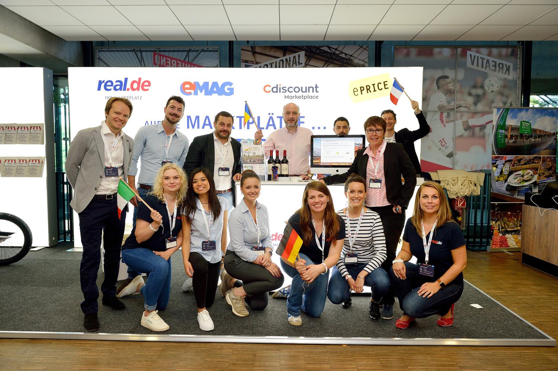 Ein Gruppenfoto einiger Aussteller des e-Commerce-Days 2018.