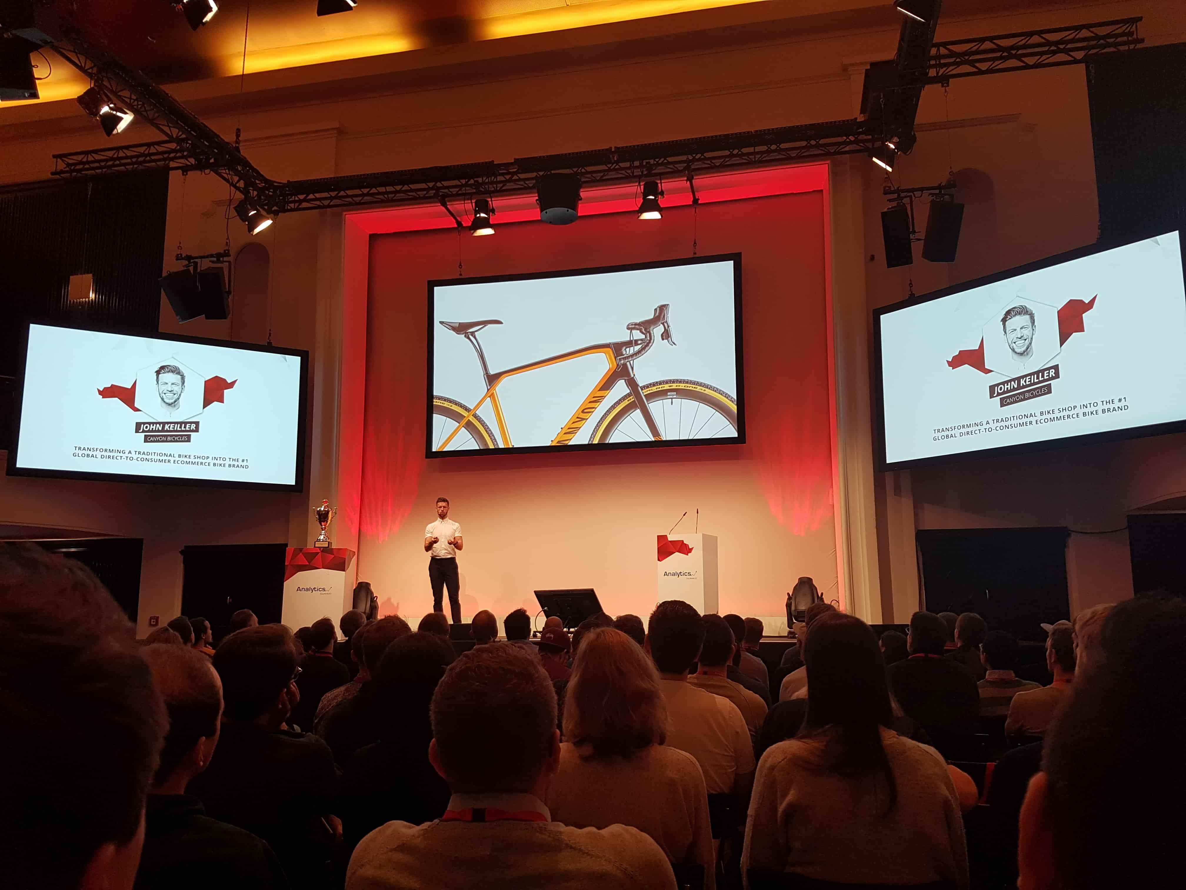"""John Keiller hält auf der Analytics Summit 2019 ein Vortrag über das Thema """"transforming a traditional bike shop into the #1 global direct-to-consumer ecommerce bike brand""""."""